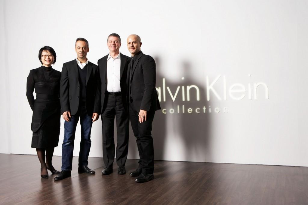 Num evento da Calvin Klein, a partir da esquerda, a designer Jean Shin, Francisco Costa, Tom Murry e o estilista Italo Zucchelli.