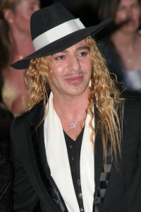 O notável estilista John Galliano.
