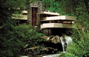 A casa Fallingwater, em meio a um bosque, que transformou-se em referência mundial.