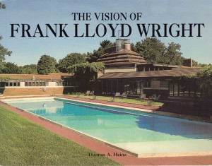 """Quem quiser """"enfronhar-se"""" no trabalho de Frank Lloyd Wright, deve ter ou ao menos folhear esse livro."""