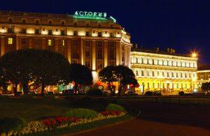 O hotel Astoria desponta em São Petersburgo.
